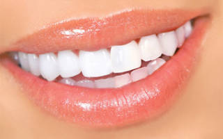 Можно ли перекисью водорода отбелить зубы